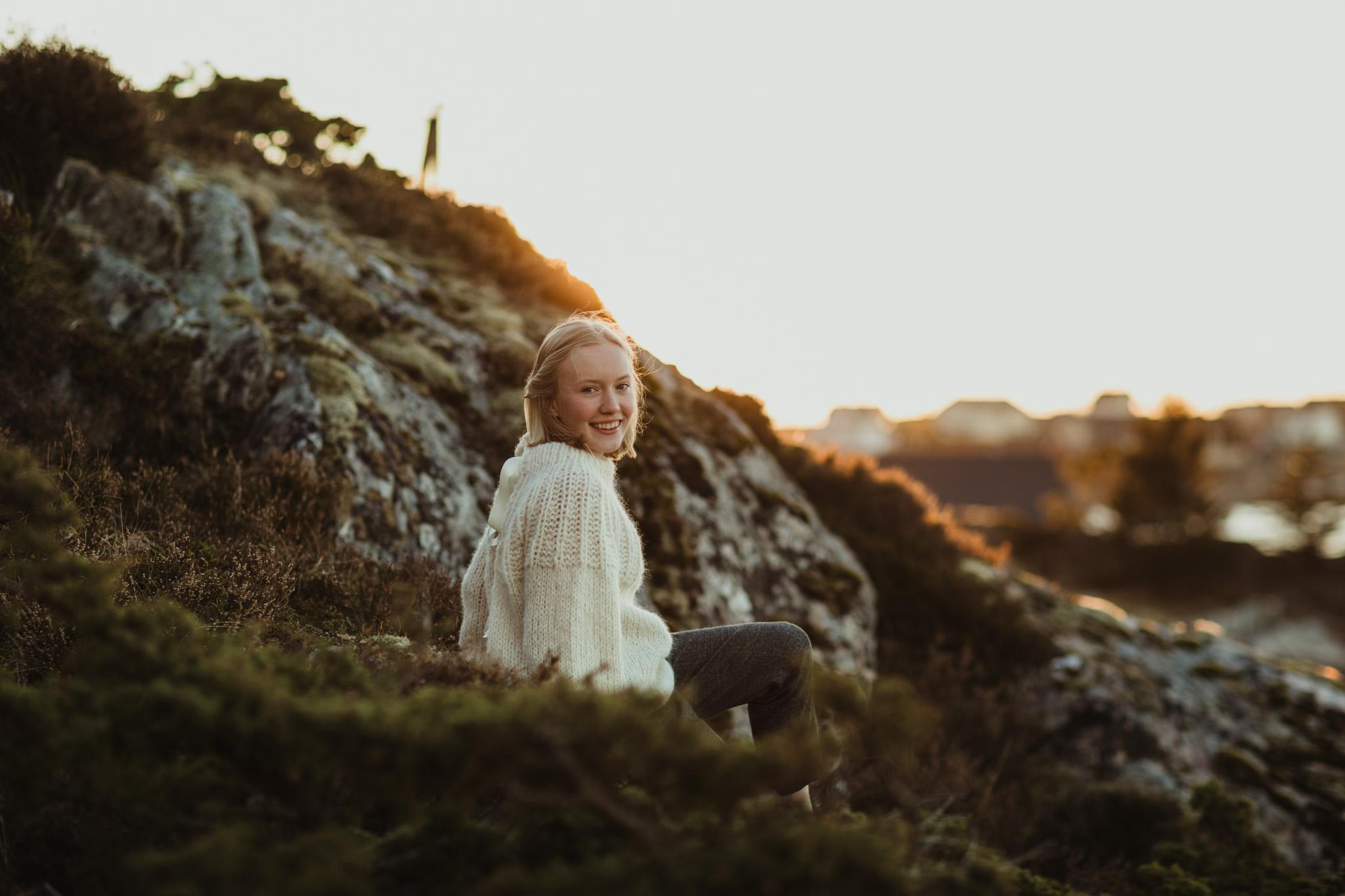 Konfirmasjonsfoto - jente i natur - Fotograf Ida Hvattum