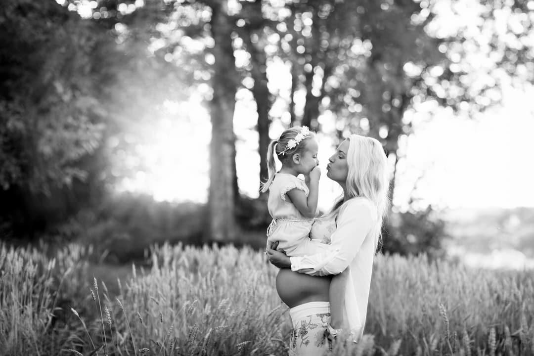 Gravidfoto - Mor og datter - Fotograf Ida Hvattum