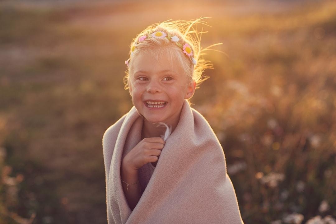 Barnefotografering - Natur, natur, lys, glad - Fotograf Ida Hvattum