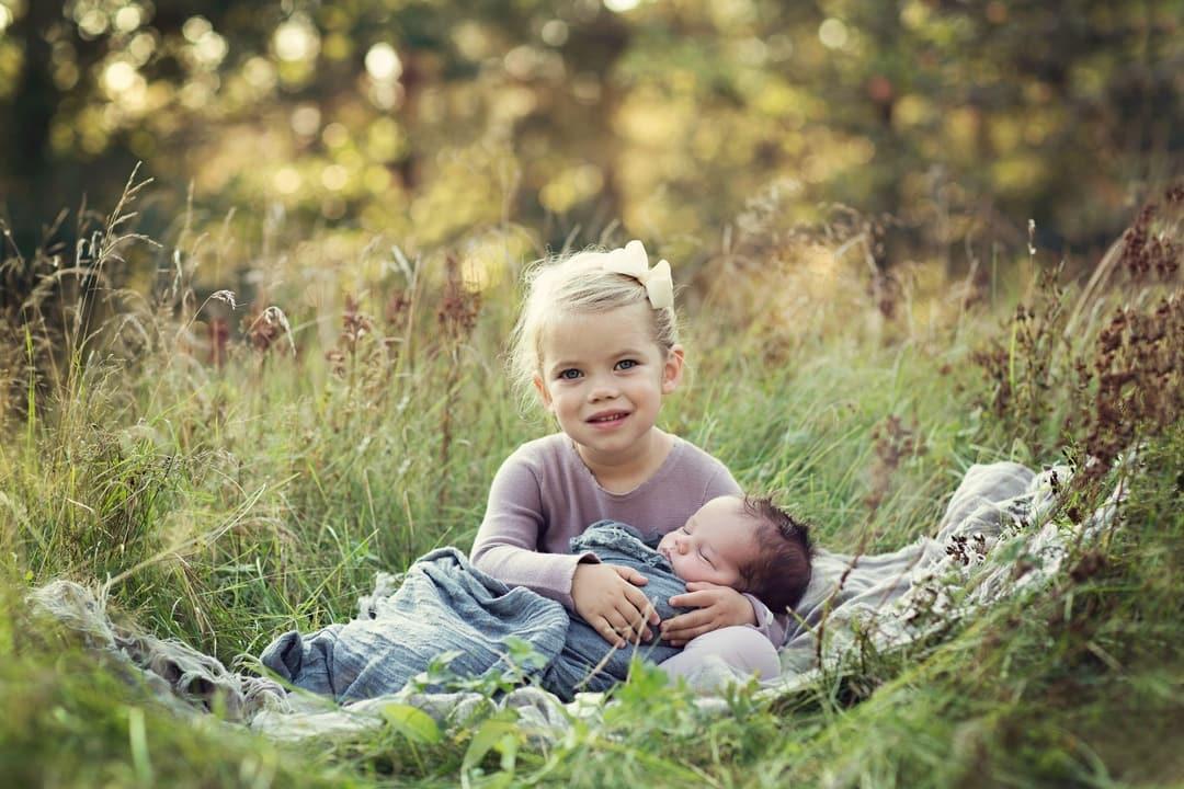 Nyfødtfotografering - søsken - Fotograf Ida Hvattum