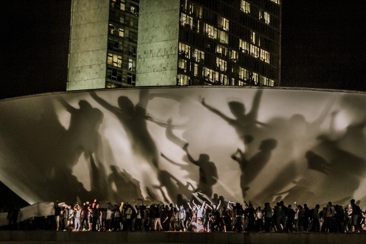 Sombras de manifestantes no Planalto