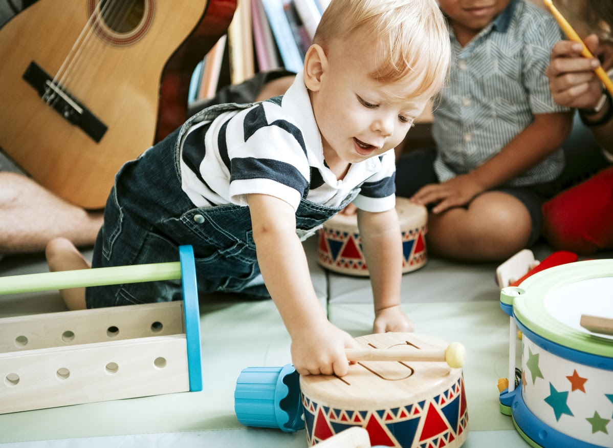 toddler using music therapy to hit milestones