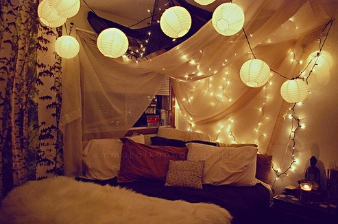 10 Easy Ways To Decorate Your Dorm Room With String Lights