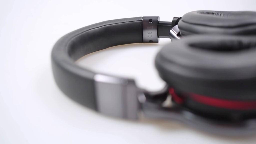 headphones-red-black-ear-up