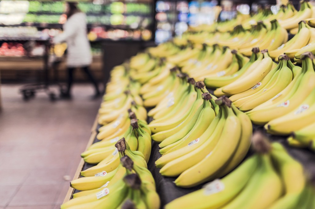 bananas-in-grocery-produce-section