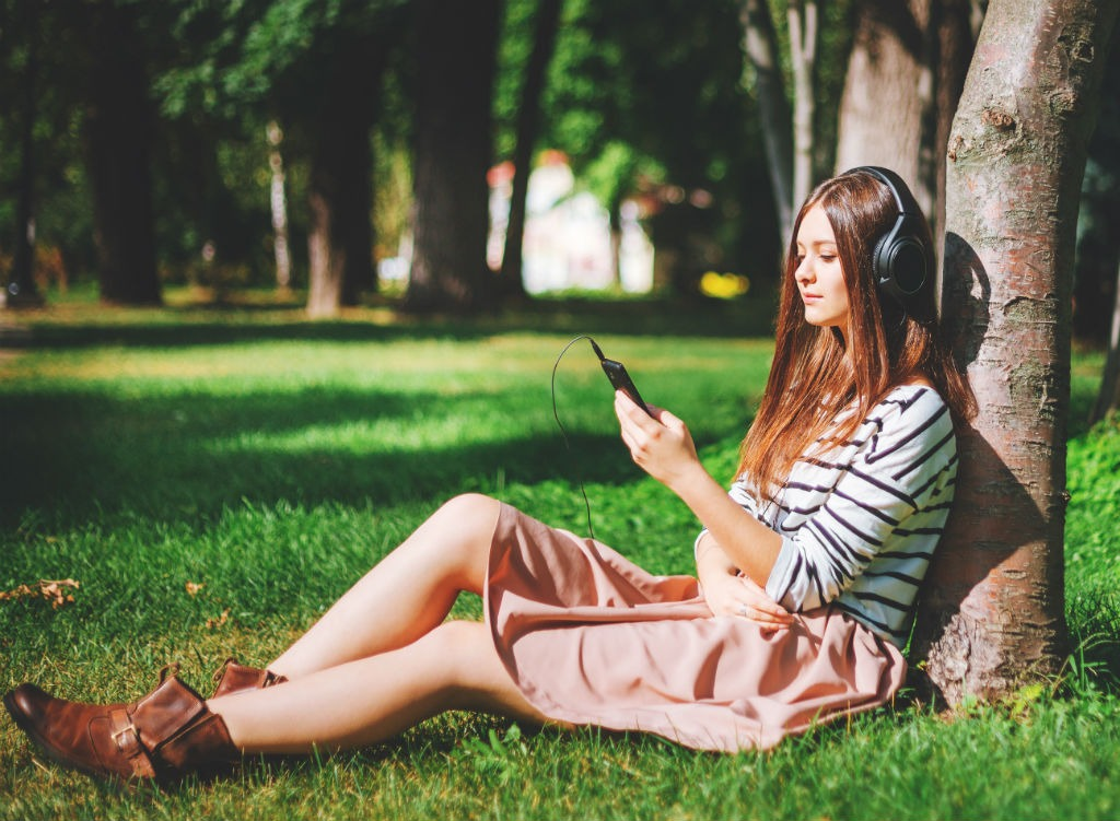 girl-listening-to-music