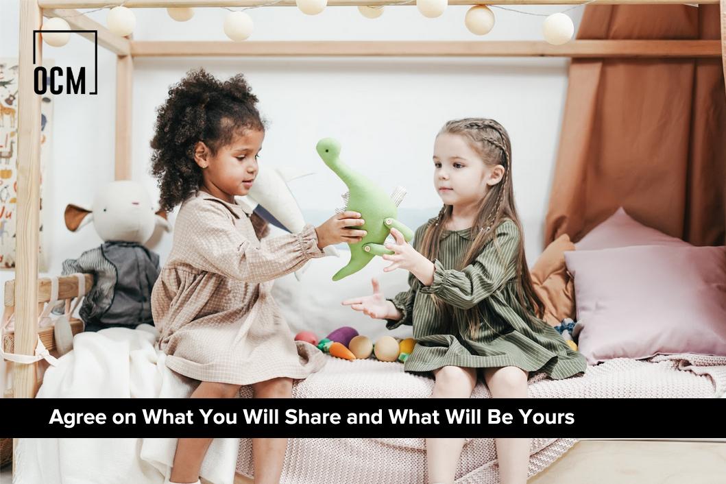 2 kid share a doll