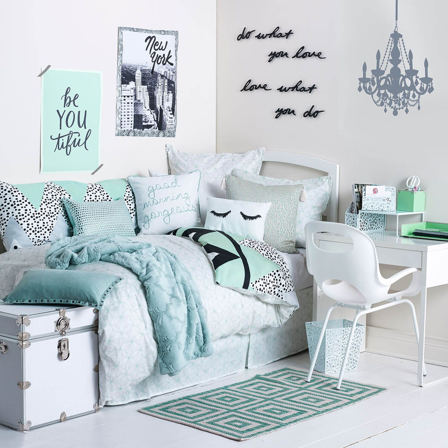 How To Incorporate Mint Green Into Your Dorm Room