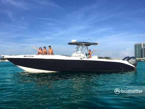 hire a boat in Miami to fish