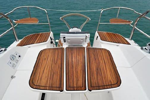 hunter 33 boat deck