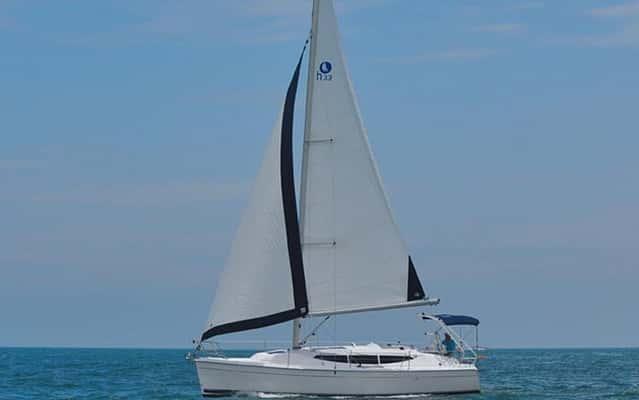 sailboat hunter 33