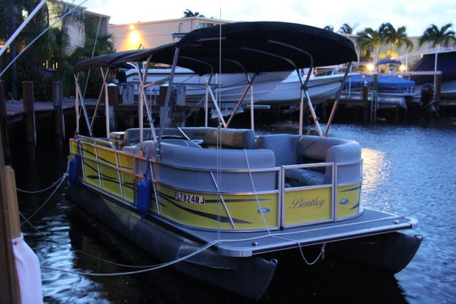 Pontoon boat Miami