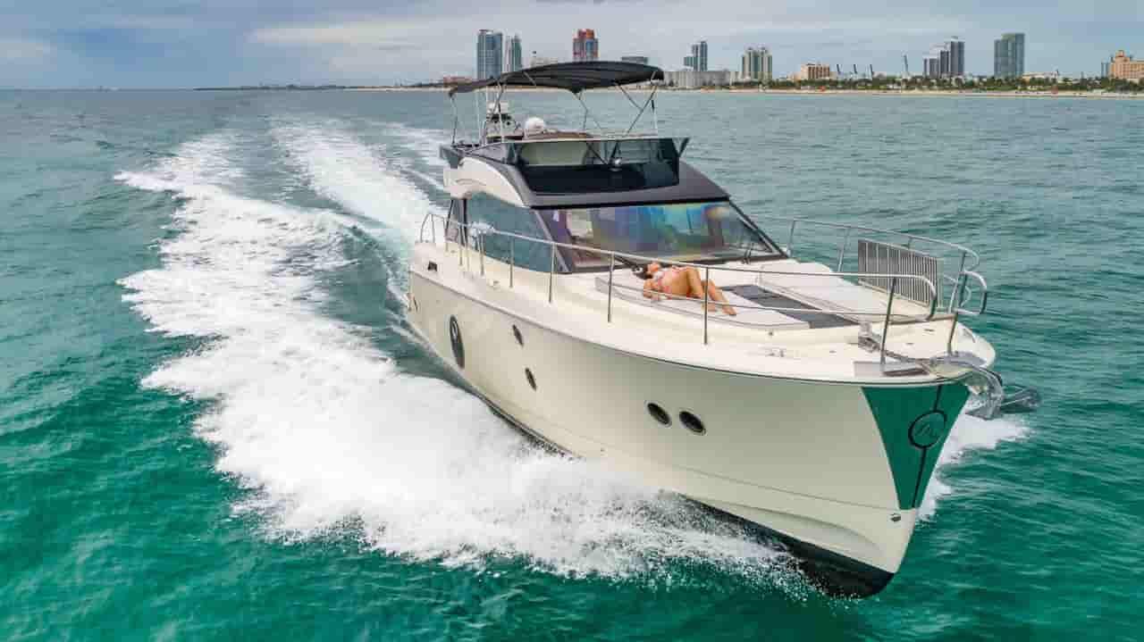 Motorboat Miami 3