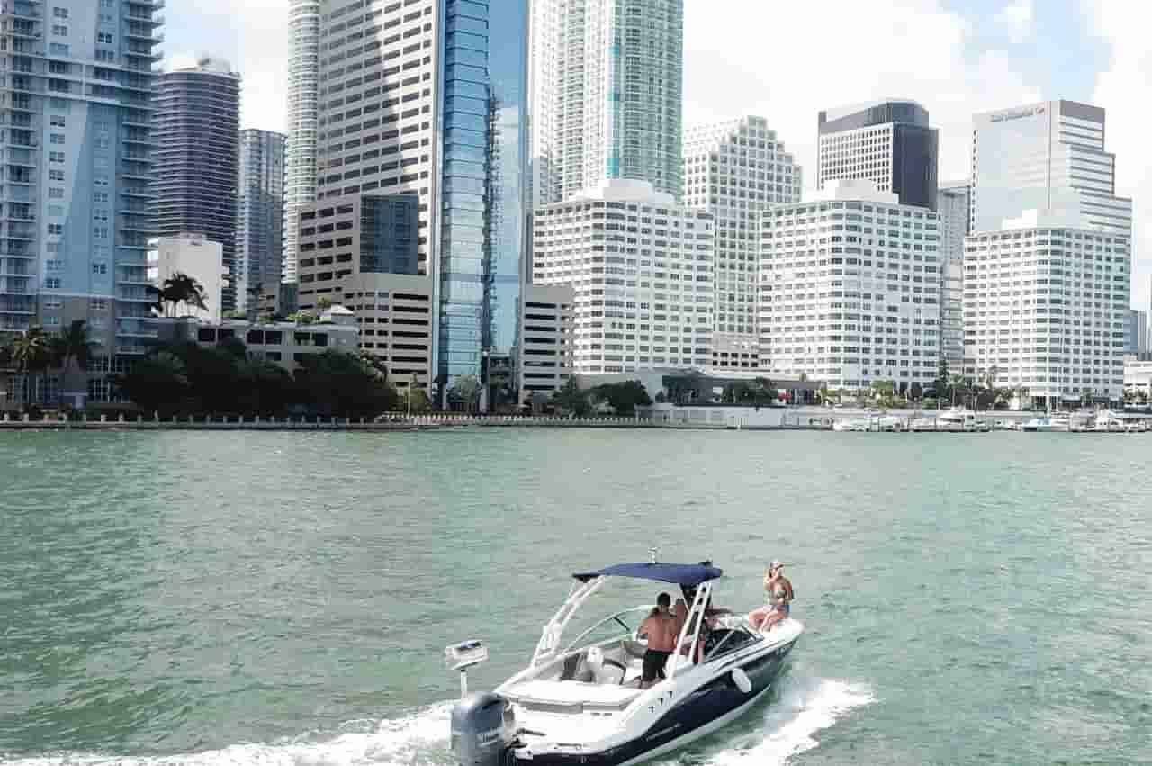 Motorboat Key Biscayne 7