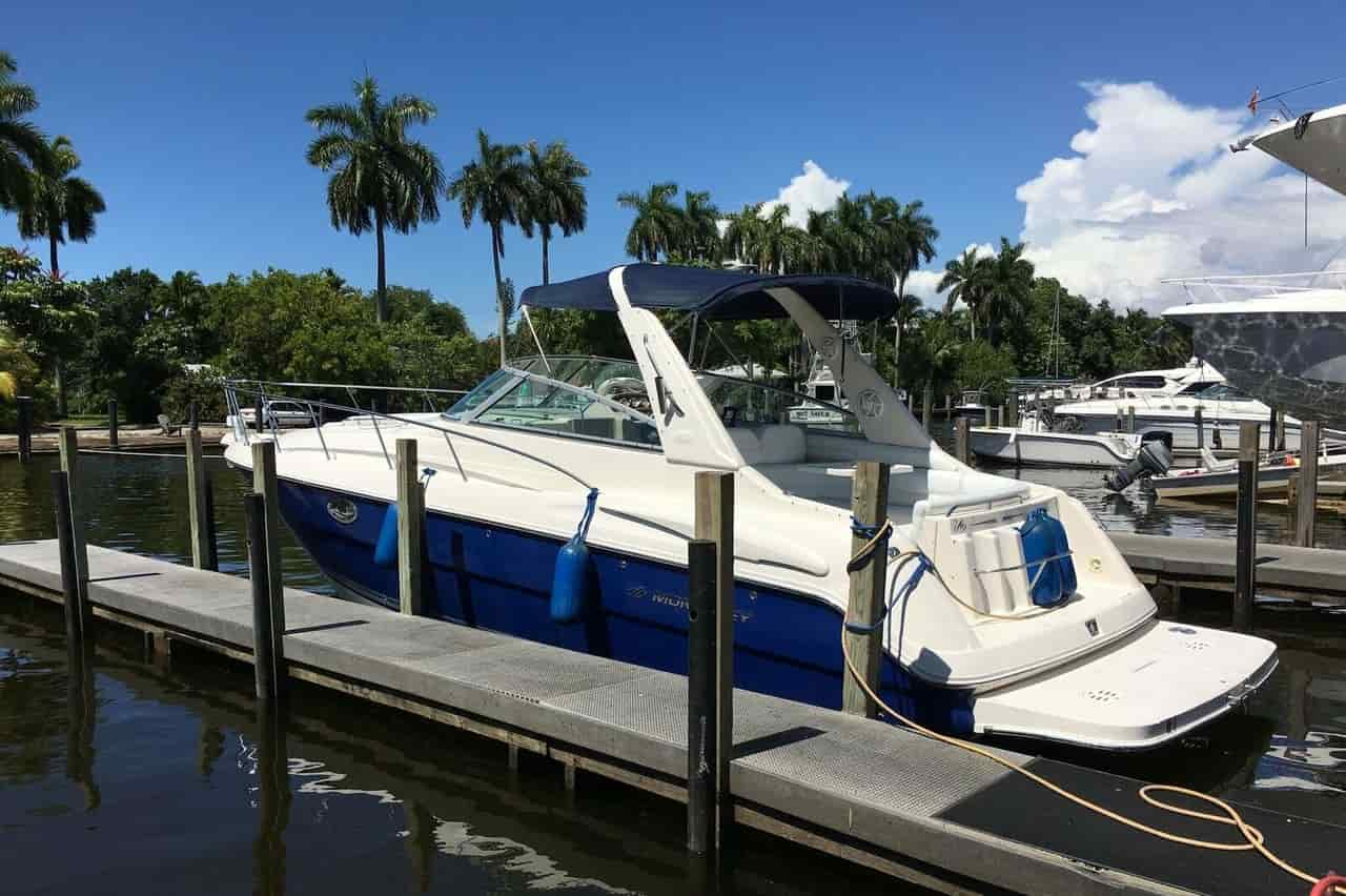 Yacht for watersports North Miami Beach