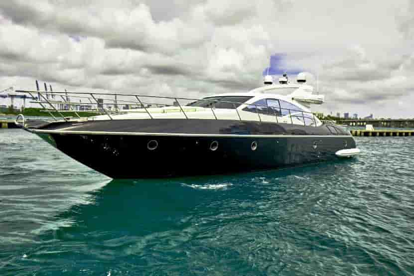 Motorboat with cabins Coral Gables