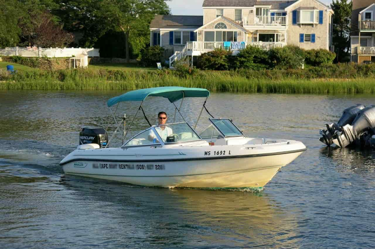 Motorboat Cape Cod 4