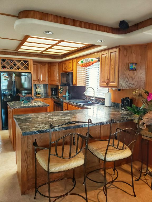 rent a houseboat in seattle