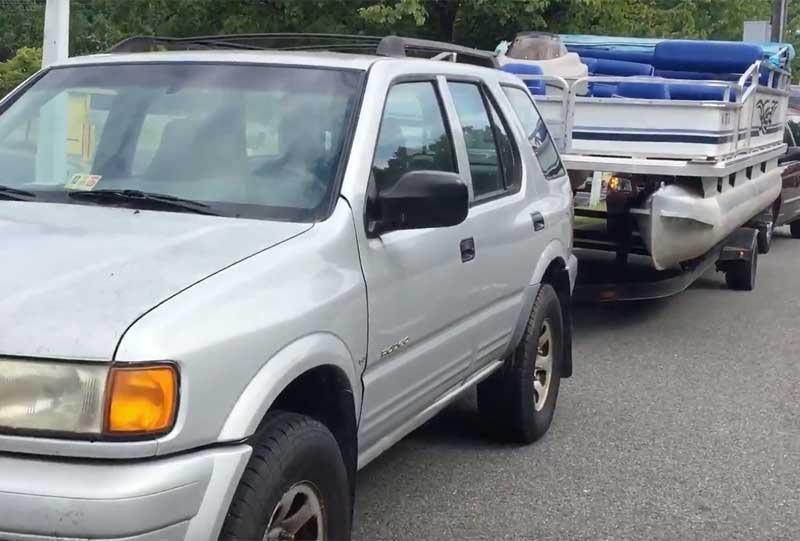 can a minivan tow a pontoon