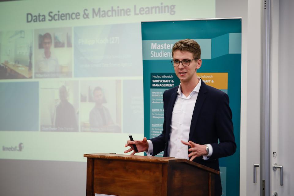 Philipp als Speaker zum Thema Data Science & Machine Learning in der FOM