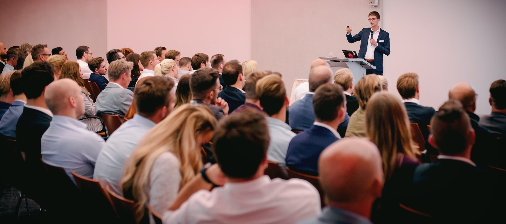 Philipp als Speaker bei einem Event in Düsseldorf