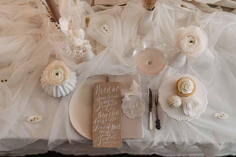 White & Blush: Zart-elegante Hochzeit in der Innsbrucker Altstadt
