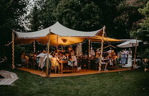 """""""Gerade jetzt!"""" – Outdoor-Corona-Hochzeit im Boho-Stil"""