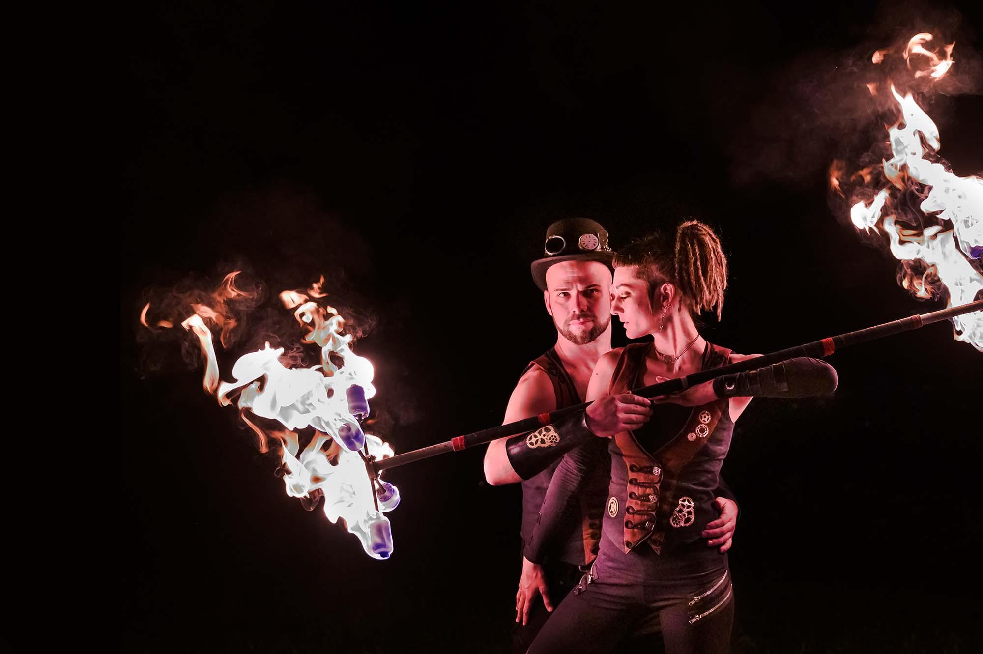 Flame Rain Theatre   Feuershow für eure Hochzeit