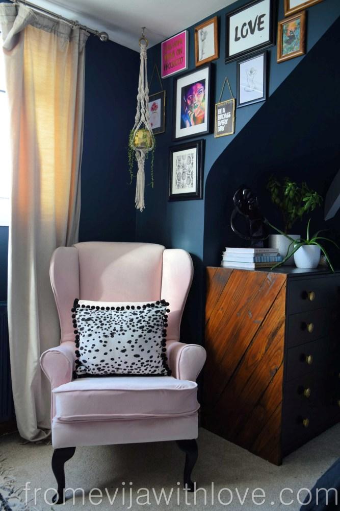 http://redoityourselfinspirations.blogspot.com/2015/11/wing-back-chair-makeover-take-seat.html