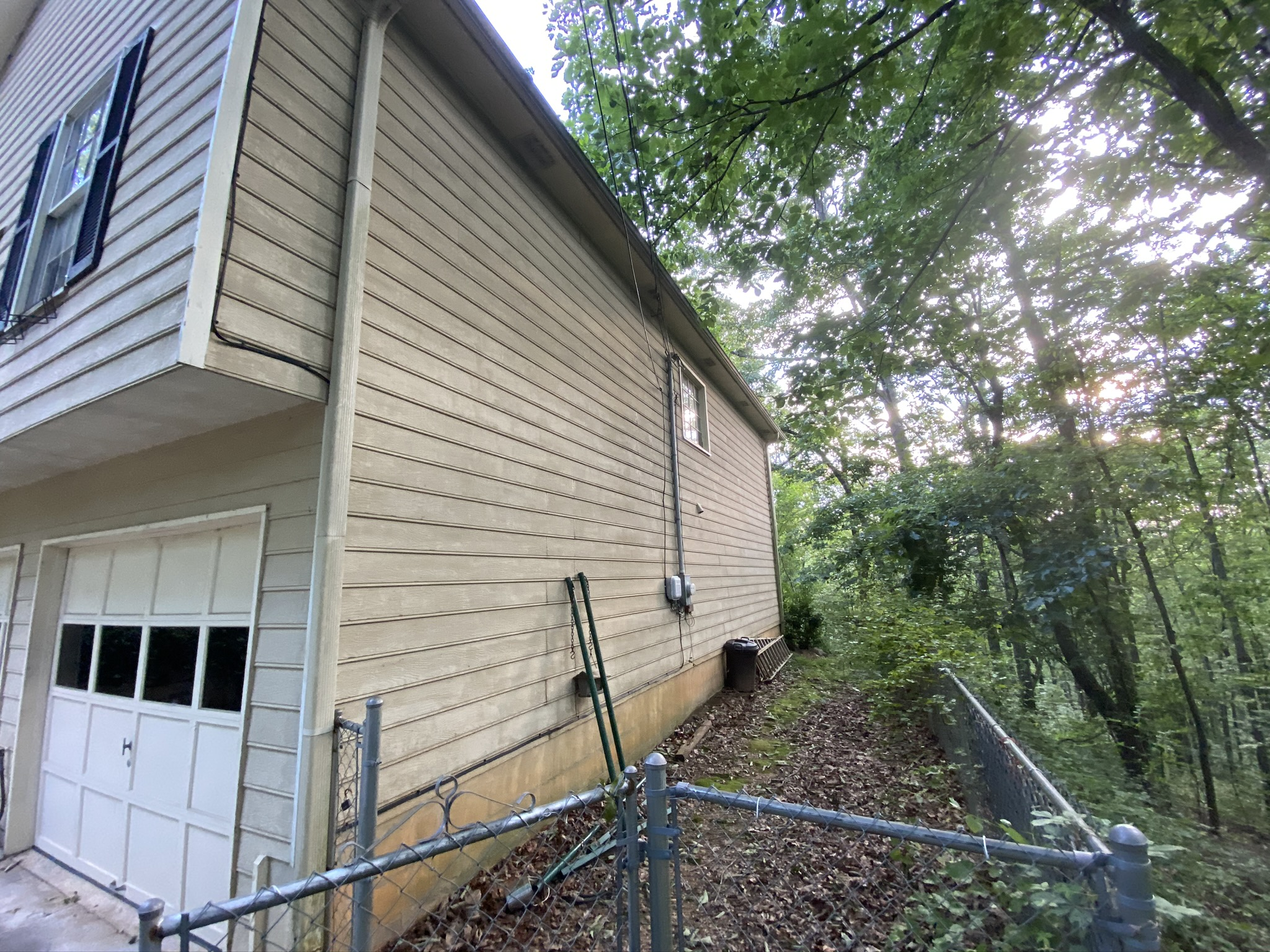 Deteriorating siding in need of replacement