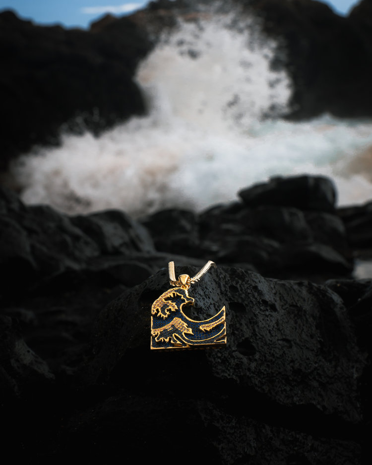 king ice tsunami gold necklace in maui, hawaii