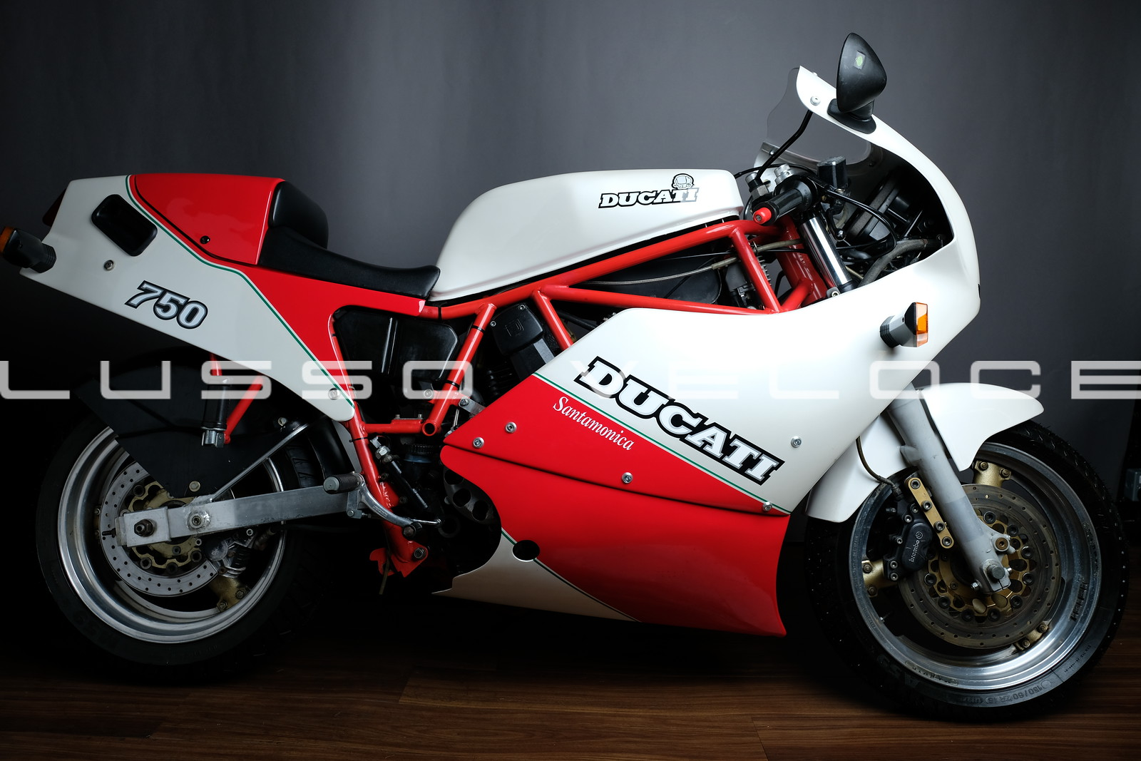 A chance to campare a 750 F1 Ducati with the special edition Santamonica