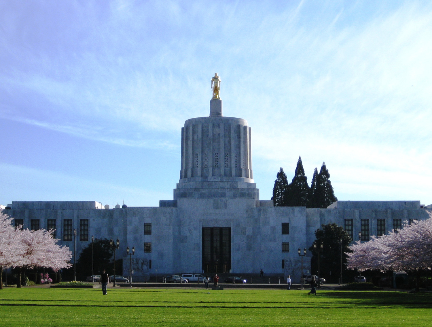 Front exterior of the Oregon State Capitol building in Salem, Oregon, United States.