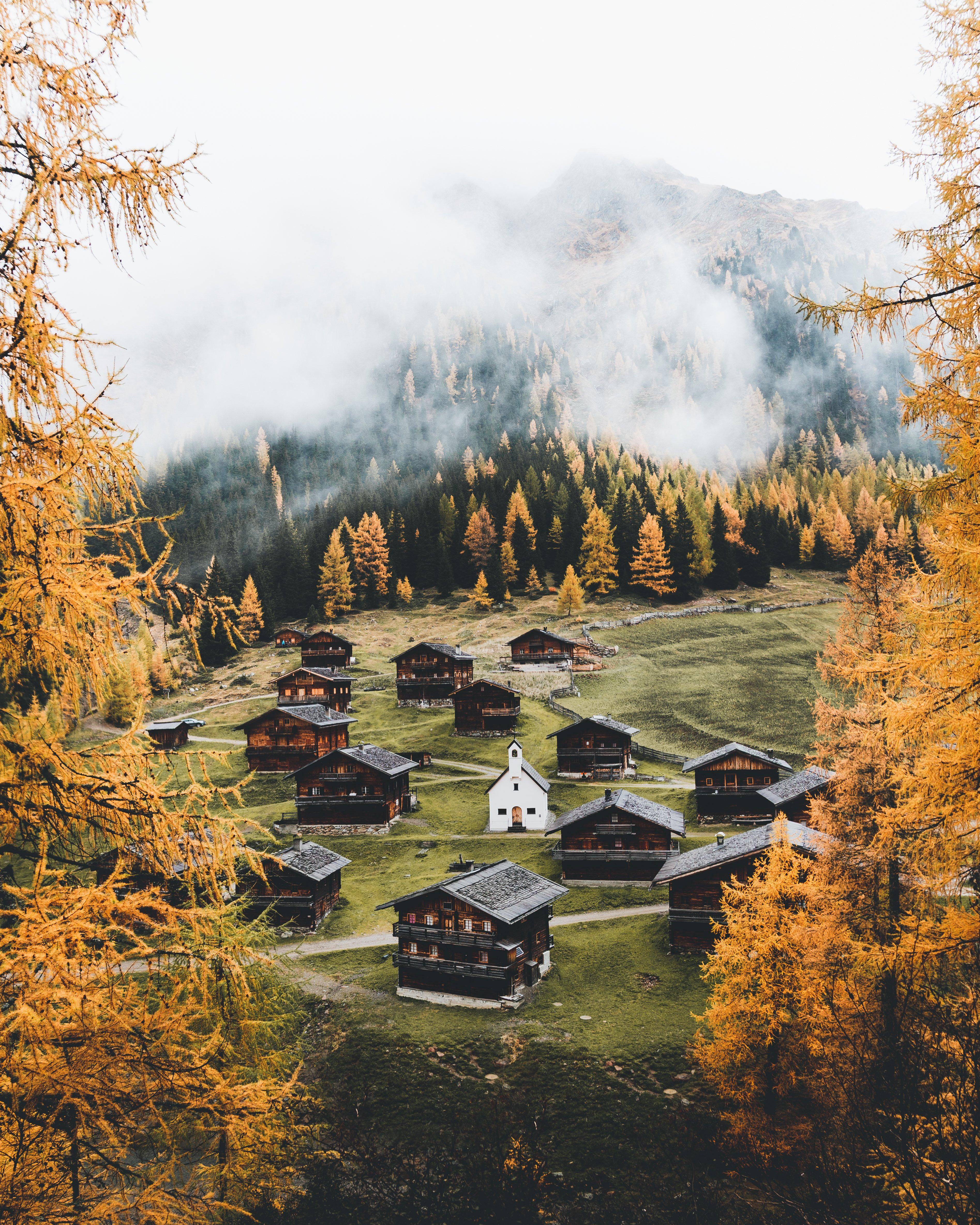 traditional ensembles in east tyrolean alps © TVB Osttirol / Elisa Bachmann