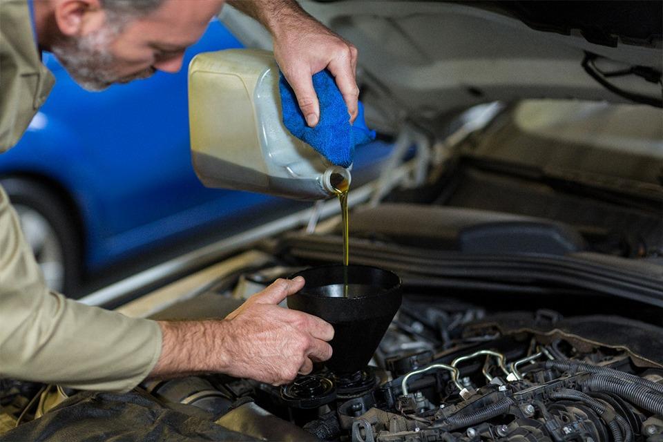 Troca de óleos e fluidos: tudo o que você precisa saber