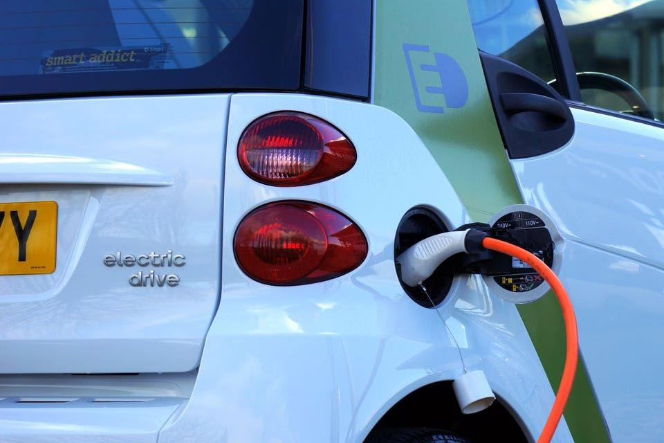Por que os carros elétricos ainda não deslancharam no Brasil?
