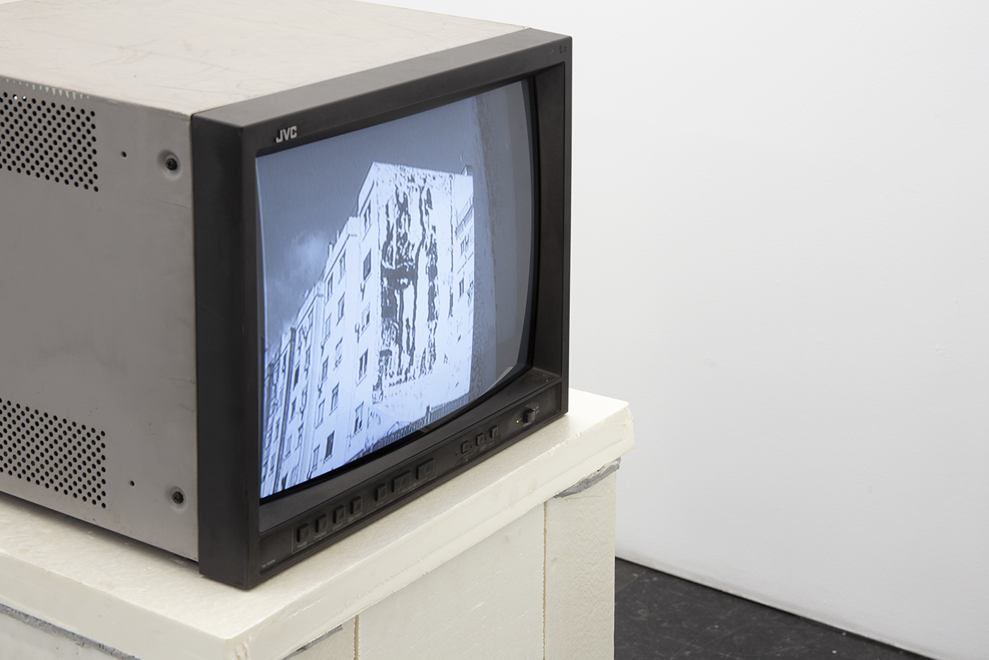 Video painting! (Detail), 2012-2019. 8mm VHS - PAL video system 4:3, 53 s. Ed: 3 + 1 P.A. Video broadcasting, polystyrene, polyurethane foam and wood. 130 x 50 x 50 cm