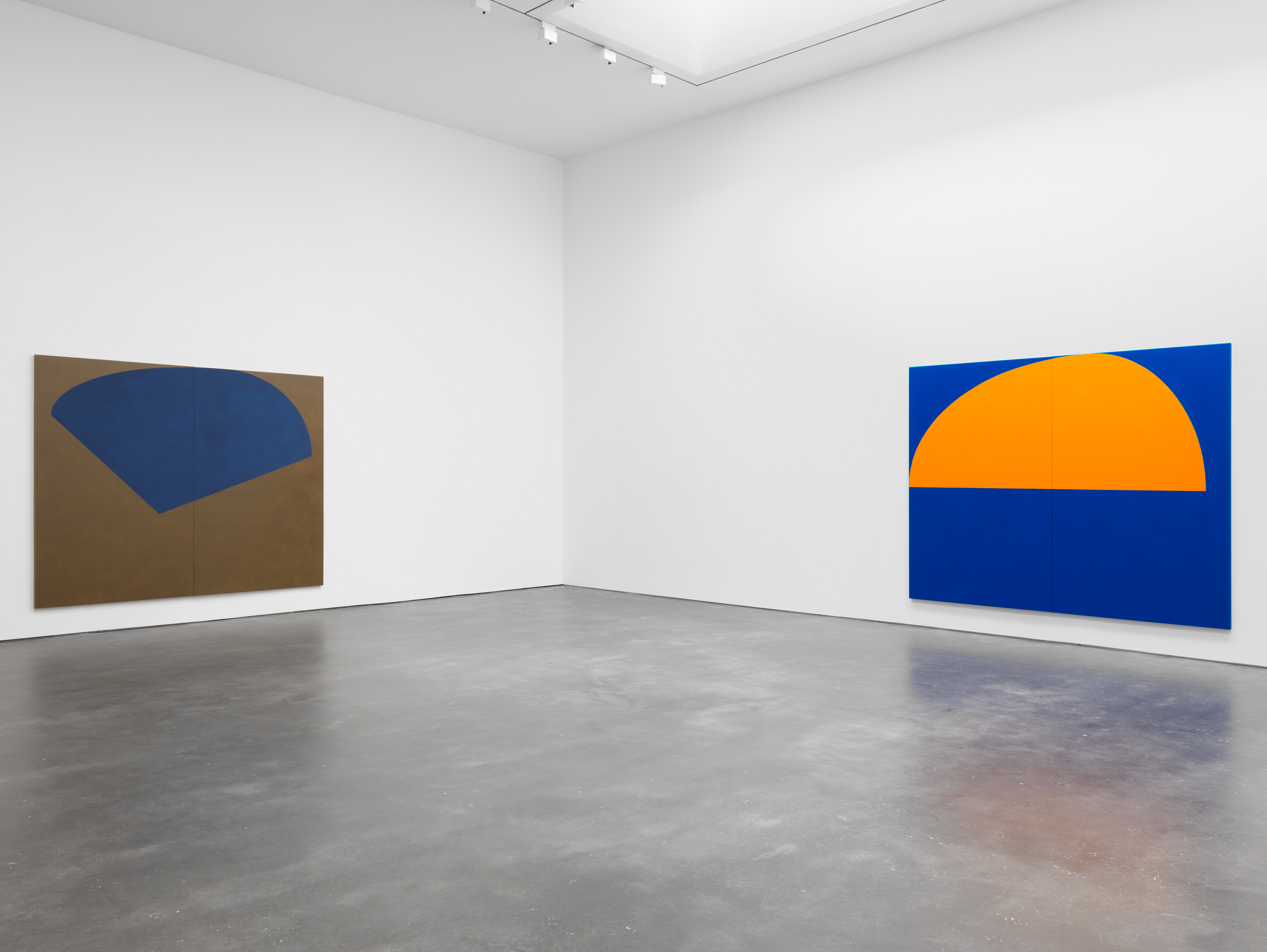 Installation view 3, Suzan Frecon: oil paintings, David Zwirner, New York, 2020 Courtesy David Zwirner