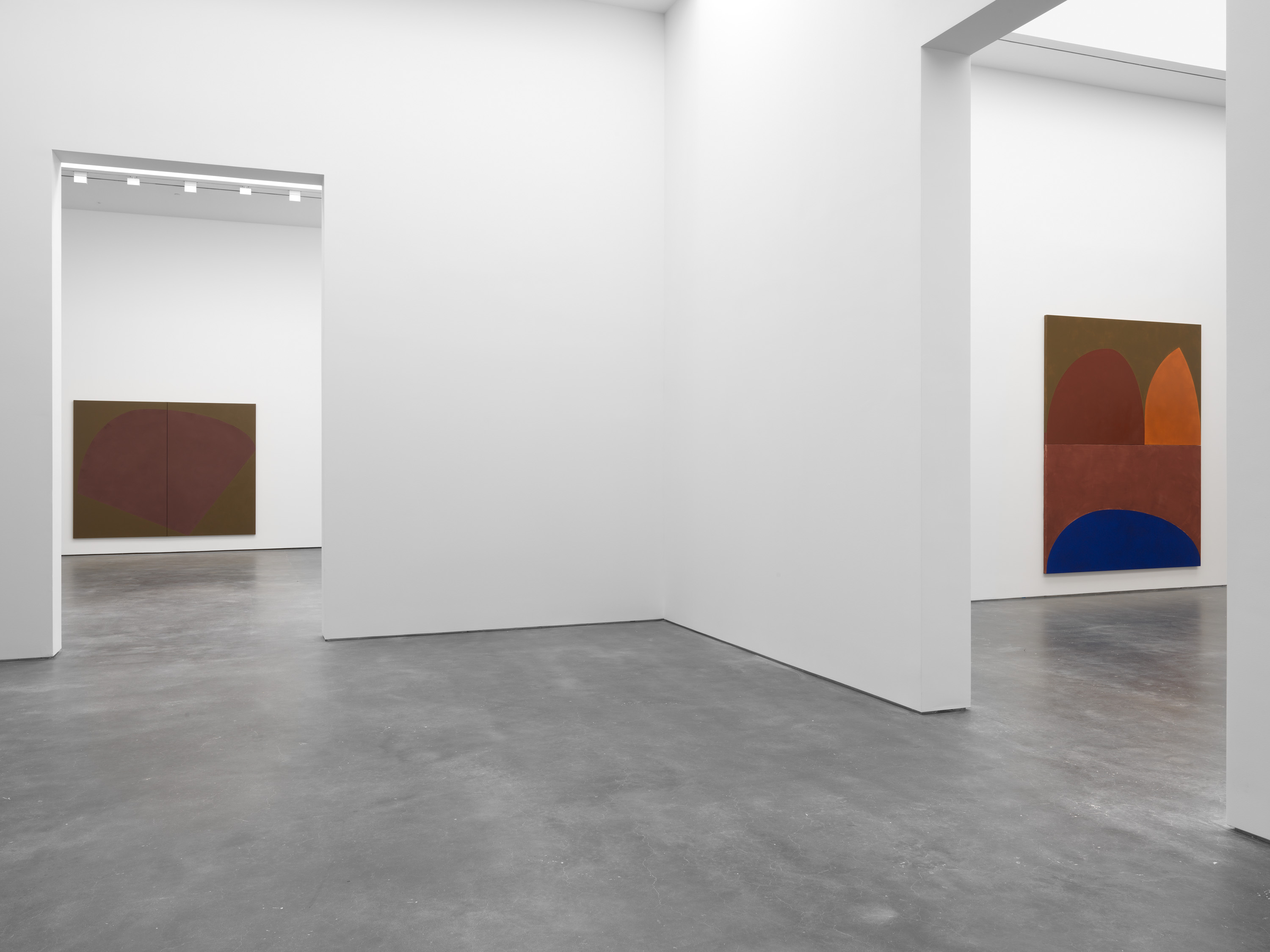 Installation view 7, Suzan Frecon: oil paintings, David Zwirner, New York, 2020 Courtesy David Zwirner