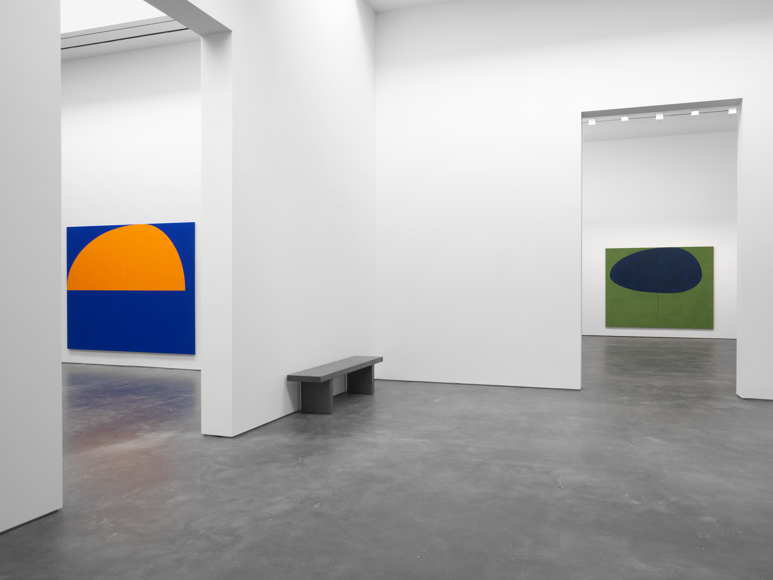 Installation view 8, Suzan Frecon: oil paintings, David Zwirner, New York, 2020 Courtesy David Zwirner