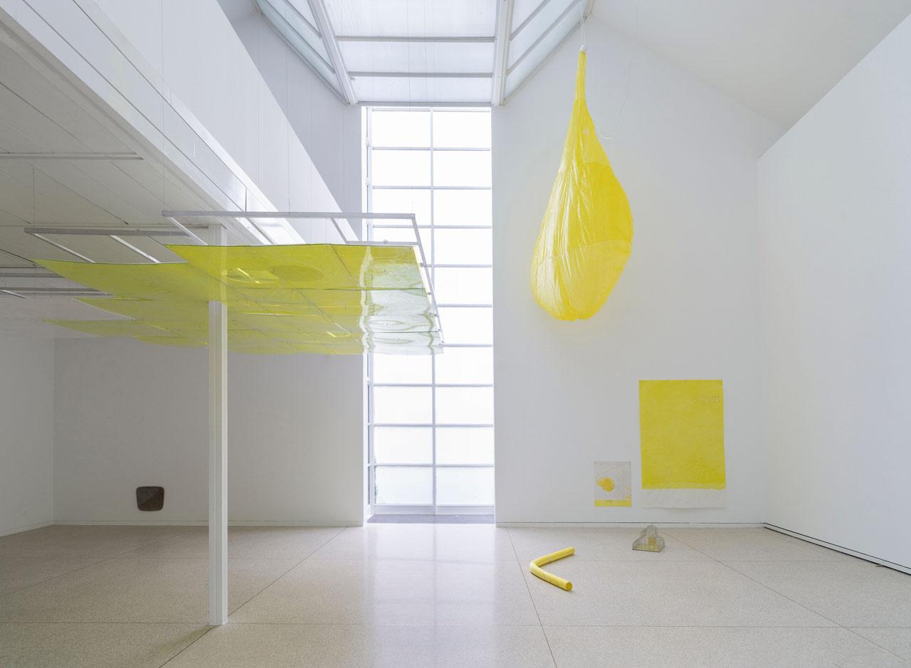 Ian Kiaer, Endnote, ping (seam), 2019, endnote (ping), 2020, Installation View, Heidelberger Kunstverein, 2020 © Heidelberger Kunstverein / Wolfgang Günzel