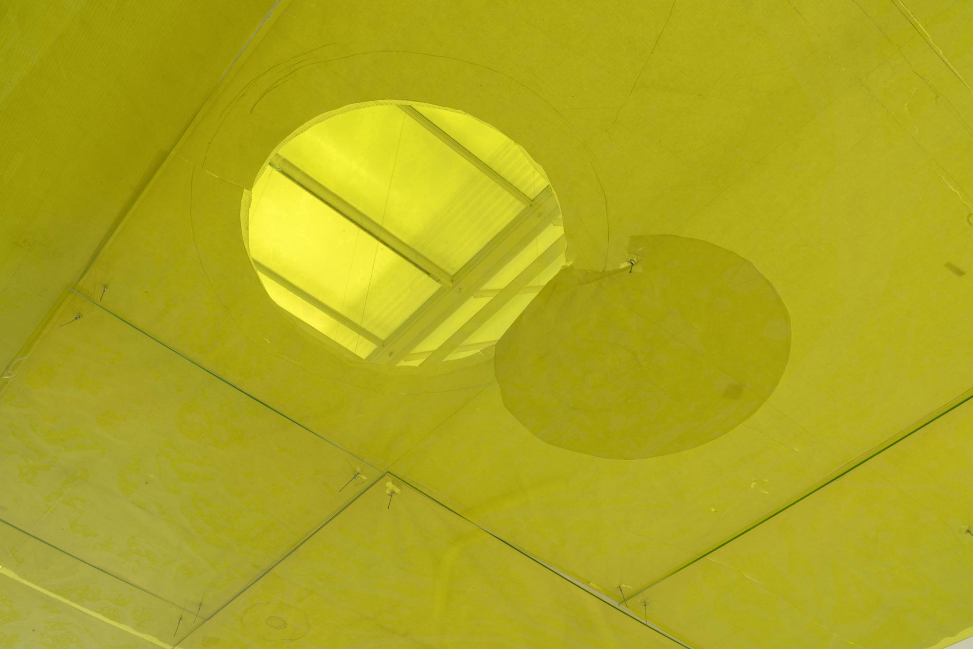 Ian Kiaer, Tooth House, ceiling, 2014, endnote (ping), 2020, Installation View, Heidelberger Kunstverein, 2020 © Heidelberger Kunstverein / Wolfgang Günzel