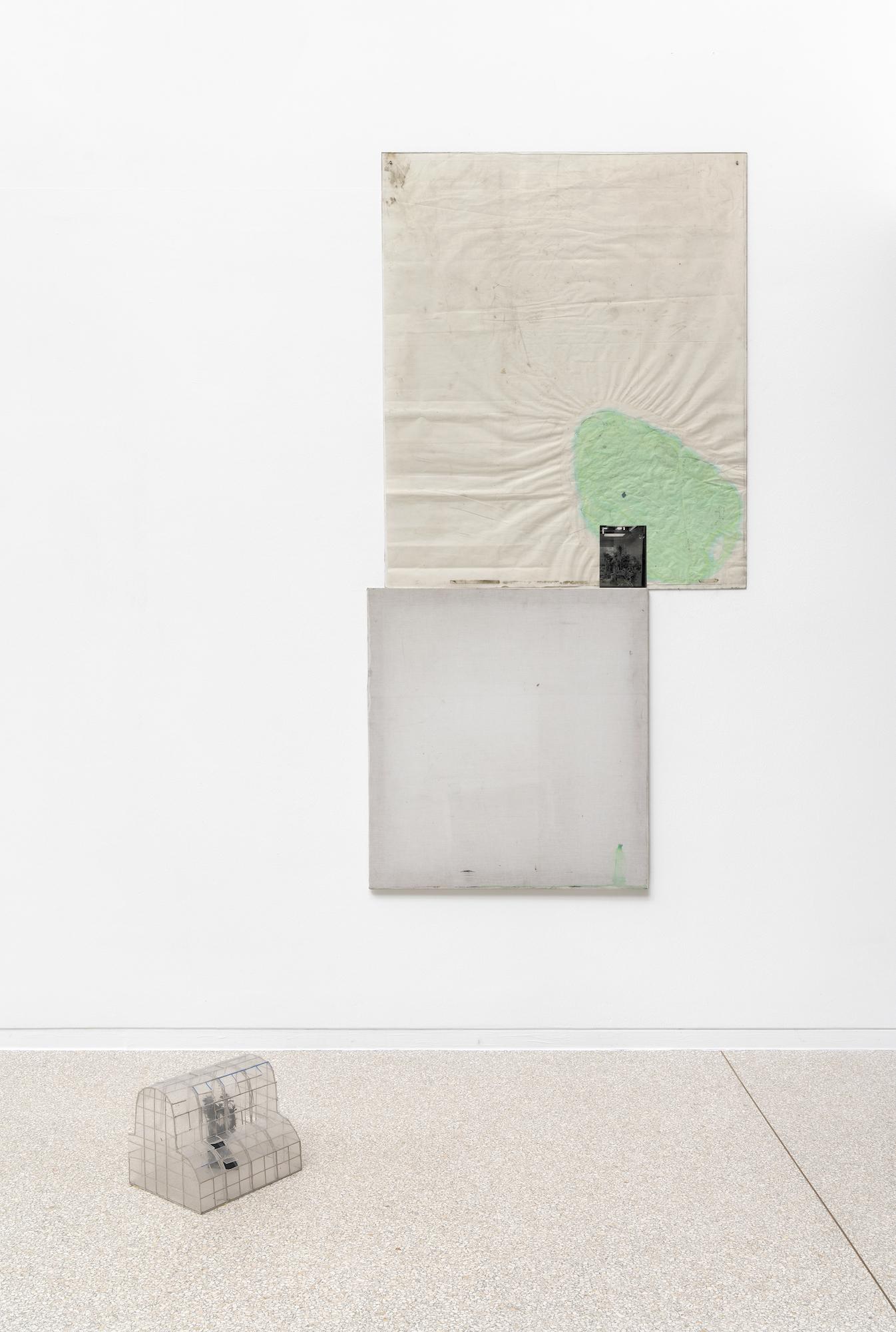 Ian Kiaer, Endnote ping, (J-L Cheret), 2020, endnote (ping), 2020, Installation View, Heidelberger Kunstverein, 2020 © Heidelberger Kunstverein / Wolfgang Günzel