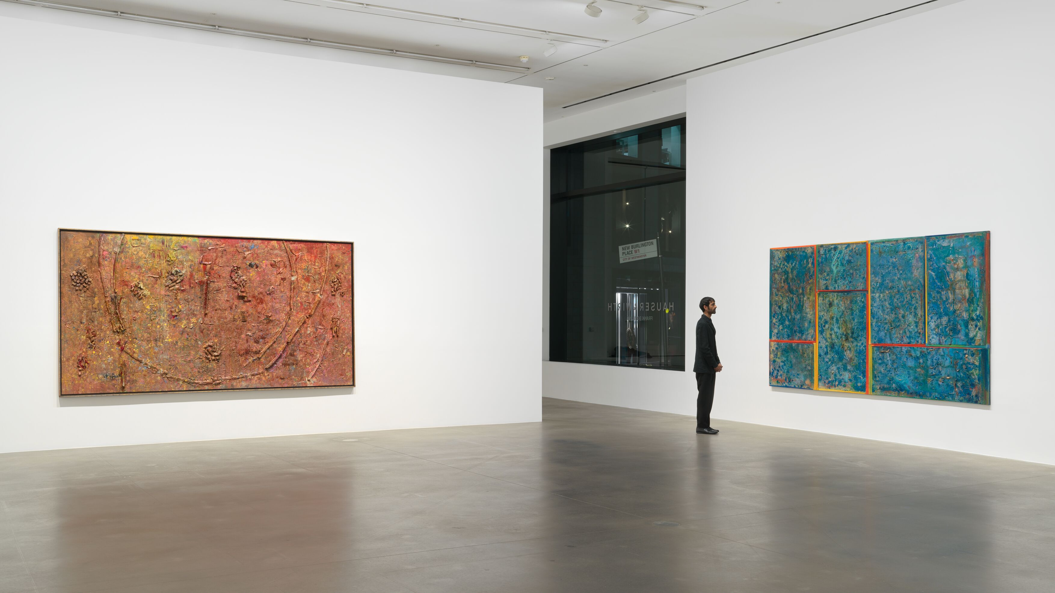 Installation view: Frank Bowling – London / New York, Hauser & Wirth, 21 May - 31 July 2021.Photo: Alex Delfanne, Courtesy the artist and Hauser & Wirth.