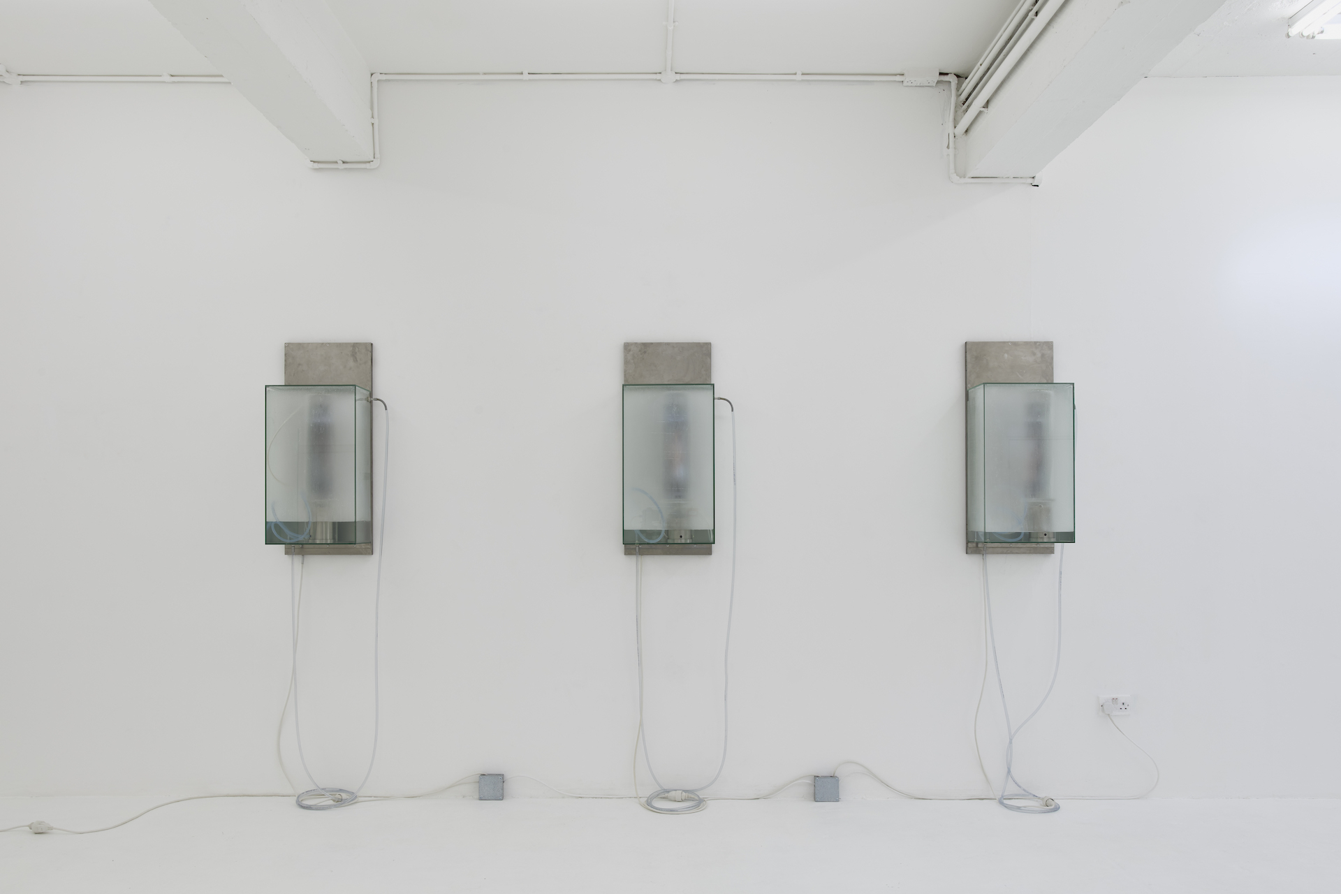 Installation view: HUGO SERVANIN: REGIME SELECTING DEVICES (ENVIRONNEMENT FOULE #6), Nicoletti Contemporary, 08.05.21 - 07.06.21, Courtesy the artist and NıCOLETTı, London. Photographer: Theo Christelis