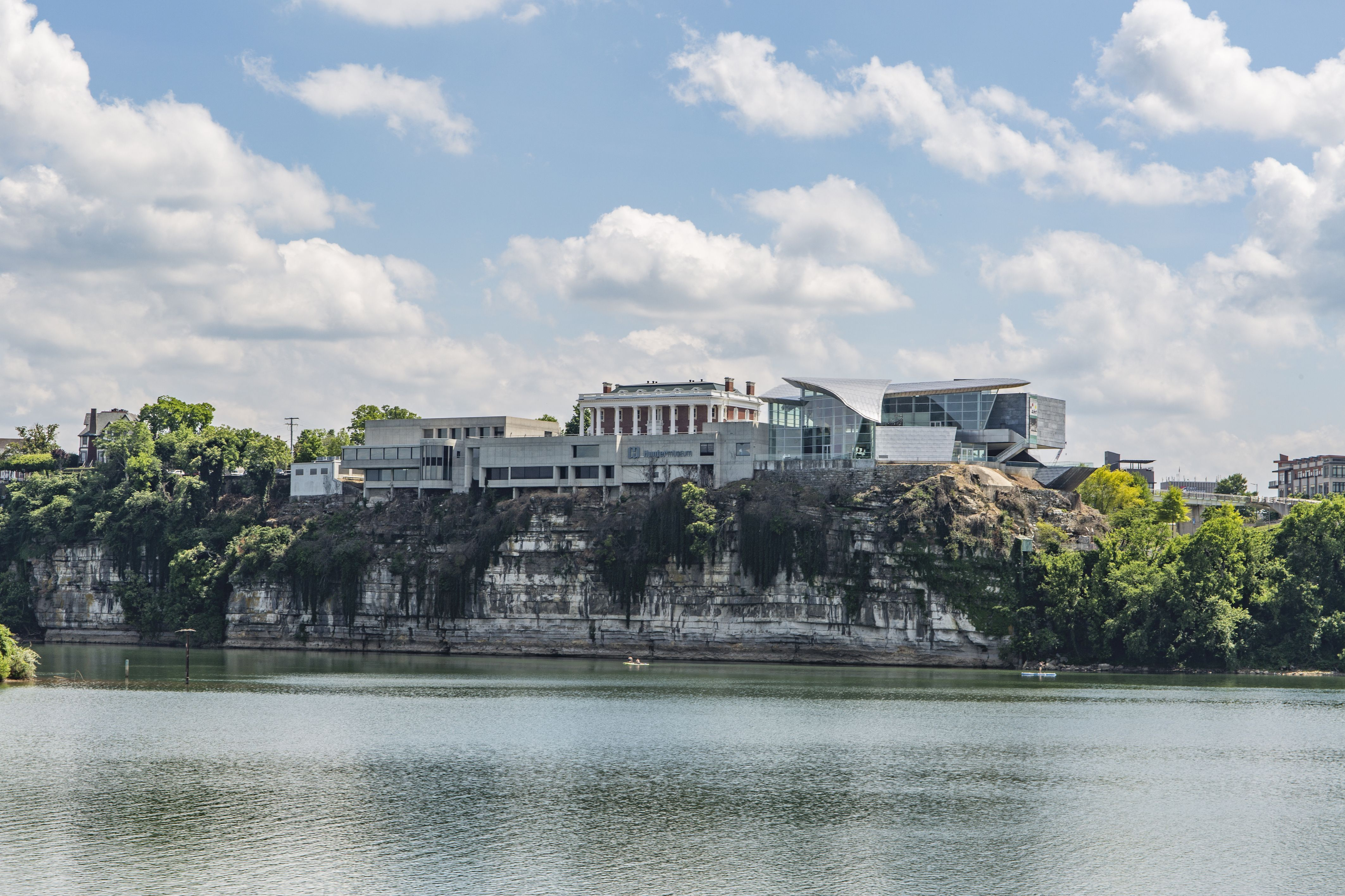 Long shot of the Hunter Museum sitting atop the bluff and the Tennessee River below.