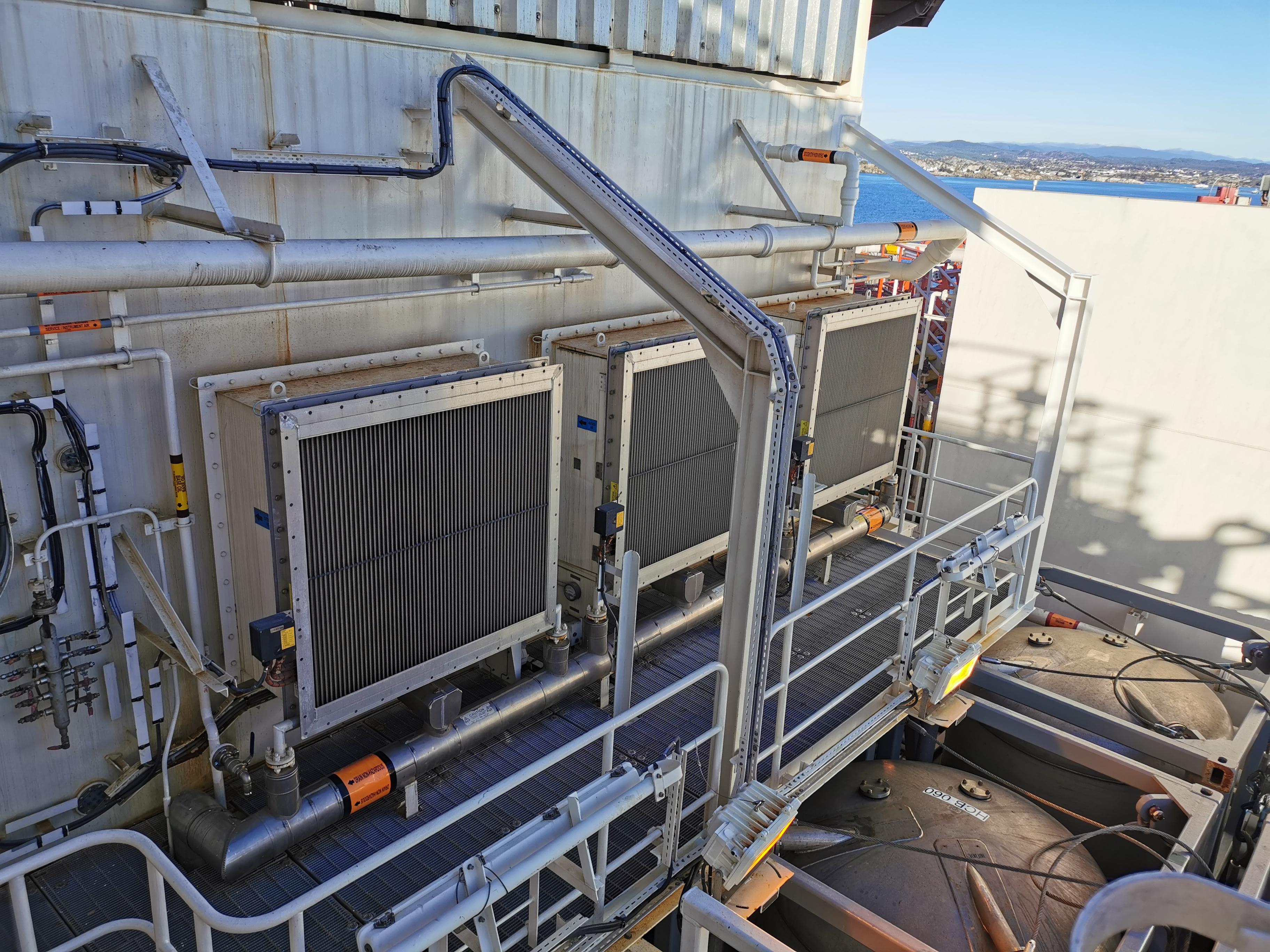 Wides ventilasjonsrister med varmekabler montert på West Mira.