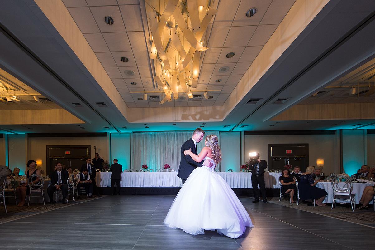 Pittsburgh Wedding Photographer Marriott Airport  First Dance
