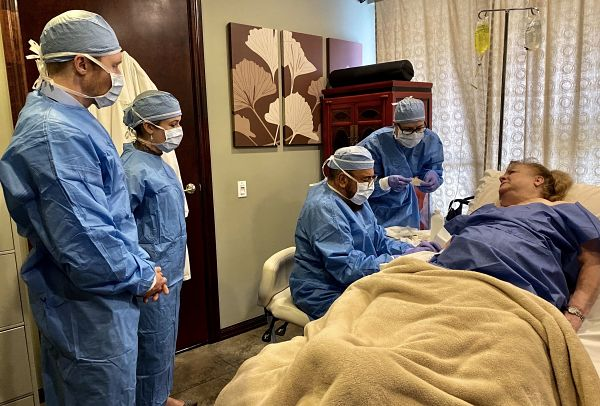 Doctors at DVC Stem performing stem cell therapy