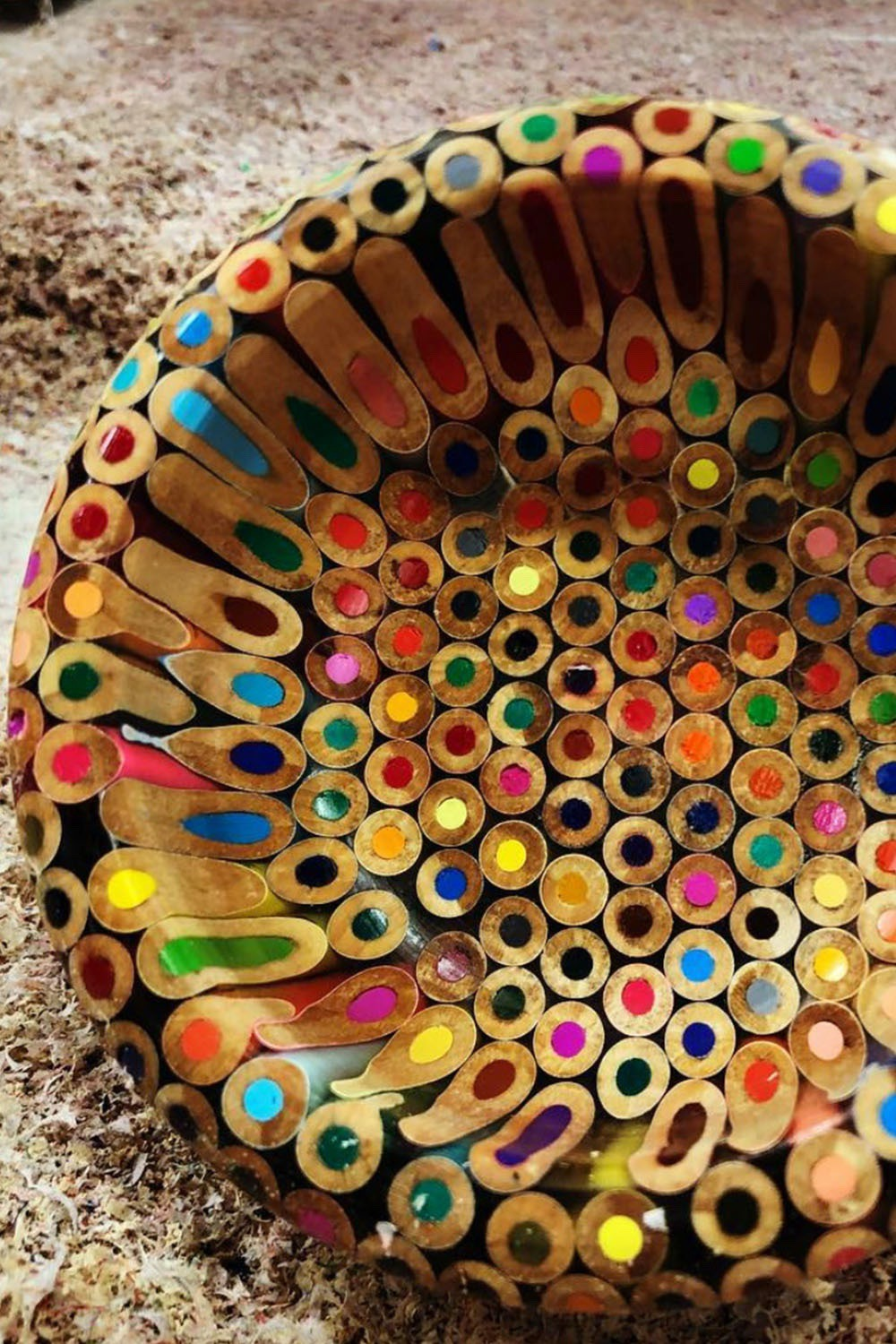 A chat with artists and woodworking Matt Myers on how he created this bowl out of colored pencils #DIY #ColoredPencils #Crafting